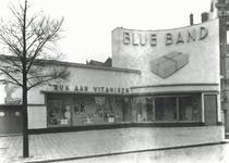 1976-11006 Reclamestand met etalages van Blue Band Margarine aan de Coolsingel.