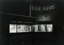 1976-11007 De Coolsingel westzijde met reclame voor Blue Band margarine.