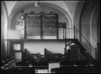 1976-11034 Een zaal in het gebouw van de Rotterdamsche Vereeniging voor den Termijnhandel in granen in de Beurs aan het ...