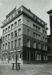 1976-11058 Tehuis voor vrouwen aan het Haringvliet, op de hoek met de Pauwensteeg.