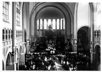1976-11225 Priesterfeest in de kerk van de H. Laurentius en Sint-Elisabeth aan de Mathenesserlaan.