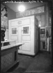 1976-11405 Koelcel van Buvoko in het interieur van de slagerij A. van 't Hoff op nr. 26a van de Beijerlandselaan.