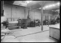 1976-11445 Interieur van de Hollandsche Asbest Mij v/h v.d. Linden Veldhuis aan de Keilestraat op nr.1.