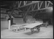 1976-11461 Loods van NV Handel en Agentuur Maatschappij aan de Lloydstraat.