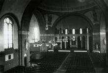1976-11588 Kerkzaal van de Sint-Barbarakerk aan de Crooswijkseweg.