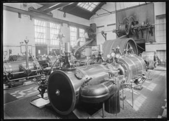 1976-11653 De machinekamer in het interieur van het bedrijfsgebouw Meneba, N.V. Meelfabrieken der Nederlandsche ...