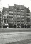 1976-11678 De Coolsingel met bioscoop Theater Lumière (links) en kantoorgebouw Handel en Nijverheid van ...