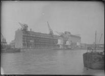 1976-11760 Pakhuis Sint Job in gebruik door NV Blaauwhoedenveem-Vrieseveem aan de Sint-Jobshaven.