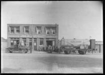 1976-11787 Het bedrijfsgebouw van Joh. A.J. Vos & Co in chemicaliën en Menco biscuits aan de Nassauhaven op nr. 24.