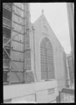 1976-11827 De Sint-Laurenskerk tijdens restauratie.