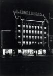 1976-11869 Avondopname van glas- en porceleinwarenhuis Jungerhans aan de Coolsingel.