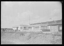 1976-11954 Bij het oliebedrijf van G. Kodde aan het eind van de Galileïstraat op nr. 74.