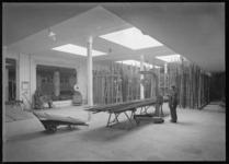 1976-12014 Werkruimte van de Marathon Staalmaatschappij aan de Eerste Middellandstraat nummers 111-115.
