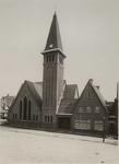 1976-14333 De rooms katholieke kerk van de H. Bonifatius aan de Alcorstraat in tuindorp Heijplaat. In 1930 werd dit, ...