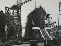 1976-14405 De tewaterlating van de Ensis bij de Rotterdamsche Droogdok Maatschappij in de Heijplaatstraat.