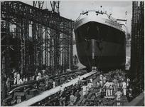 1976-14406 Tewaterlating van de Duivendrecht bij de Rotterdamsche Droogdok Maatschappij in de Heijplaatstraat.