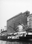 1976-14446 De meelfabriek Meneba aan de zuidzijde van de Maashaven.
