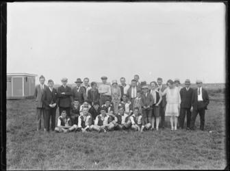 1976-4040 Eén van de lagere elftallen van voetbalvereniging Feijenoord op het terrein van voetbalclub Zwart Wit.