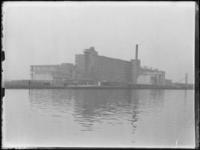 1976-4213 Fabriek van Van Nelle. Van Nellefabriek aan de Delfshavense Schie.