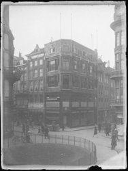 1976-4214 Pleintje aan de Hoogstraat ter hoogte van de Vlasmarkt.