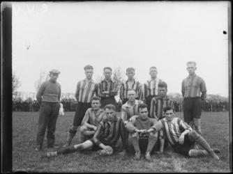 1976-4294 Voetbalelftal CVV uit Charlois.