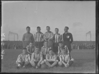 1976-4296 Voetbalelftal van R.F.C. Essenburgsingel.