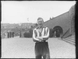 1976-4347 Een voetballer van Sparta.