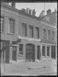1976-4369 Panden in de Rembrandtstraat, Wagenverhuurbedrijf Holleman, in het Oude Noorden.