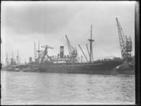 1976-4452 Aan de kade van de Lekhaven ligt het schip ss Matsuye Maru.