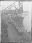 1976-4492 De Maashaven aan de noordzijde, waarlangs de kade het schip Baden van rederij Hapag uit Hamburg ligt ...