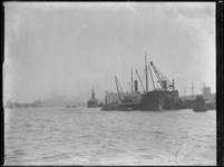 1976-4495 De Maashaven en schepen.