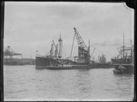 1976-4496 Schepen op de Maashaven.