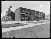 1976-4723 Woonhuizen in Blijdorp aan de Statensingel, hoek Nicolaas Ruysstraat.
