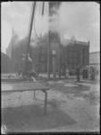 1976-4753 Heien van de eerste paal voor opstallen van de H.A.L. op de Wilhelminapier.