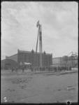 1976-4754 Heien van de eerste paal voor opstallen van de H.A.L. op de Wilhelminapier.