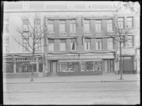 1976-4897 Noodwinkel Jungerhans op nummer 121 van de Nieuwe Binnenweg.