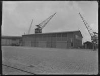 1976-4960 Loodsen voor opslag aan de Merwehaven.