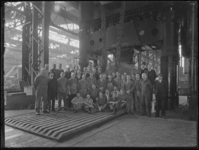 1976-5143 Het personeel van de smederij van de Rotterdamsche Droogdok Maatschappij.