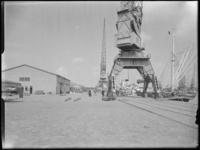 1976-6054 Het bedrijfsterrein van Hudig en Pieters bij de Gustoweg, aan de Merwehaven