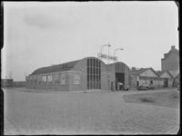 1976-6122 Autogarage Lindo aan de Baan, gezien vanaf de Blekerstraat.