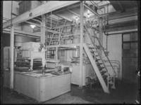 1976-6211 De technische ruimte van de Soda- en Chemicaliënfabriek van Kortman en Schulte aan de Achterhaven 48.
