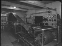 1976-6219 De motorkamer van de soda- en chemicaliënfabriek van Kortman en Schulte aan de Achterhaven 48.