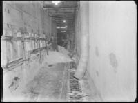 1976-6223 De inpakafdeling van de soda- en chemicaliënfabriek van Kortman en Schulte aan de Achterhaven 48. Een ...