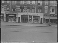 1976-6353 Een filiaal van de firma Albert Heijn, gevestigd aan de zuidzijde van de Nieuwe Binnenweg 276.