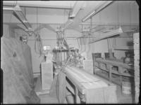 1976-6388 Een interieurfoto van de koffiepellerij van het bedrijf Blaauwhoedenveem aan de Sint-Jobsweg.