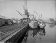 1976-6492 Schepen aan de kade van de Binnenhaven.