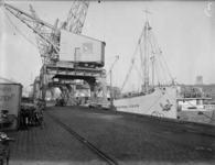 1976-6493 De kade aan de Binnenhaven.