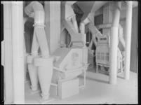 1976-6587 Interieur van de meelfabriek Meneba aan de Brielselaan.