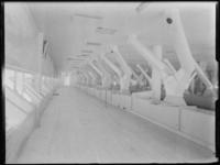 1976-6588 Interieur van de meelfabriek Meneba aan de Brielselaan.