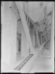 1976-6589 Interieur van de meelfabriek Meneba aan de Brielselaan.